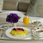 Café da manhã do hotel The Lowell servido no quarto.