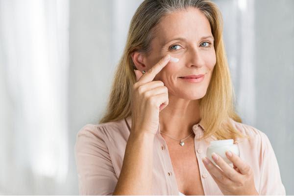 Aprenda a cuidar da pele após a menopausa