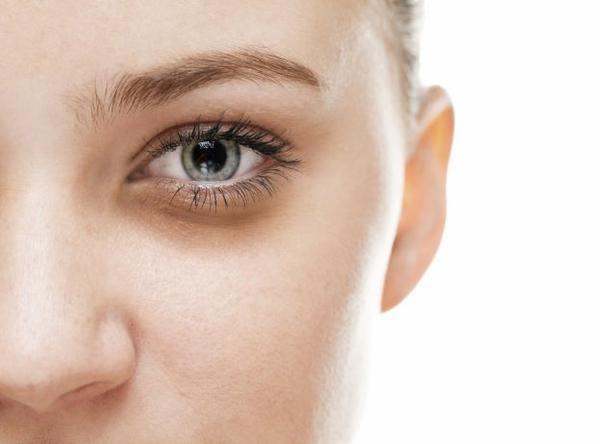 Blefaroplastia inferior auxilia no tratamento de bolsas de gordura e flacidez sob os olhos