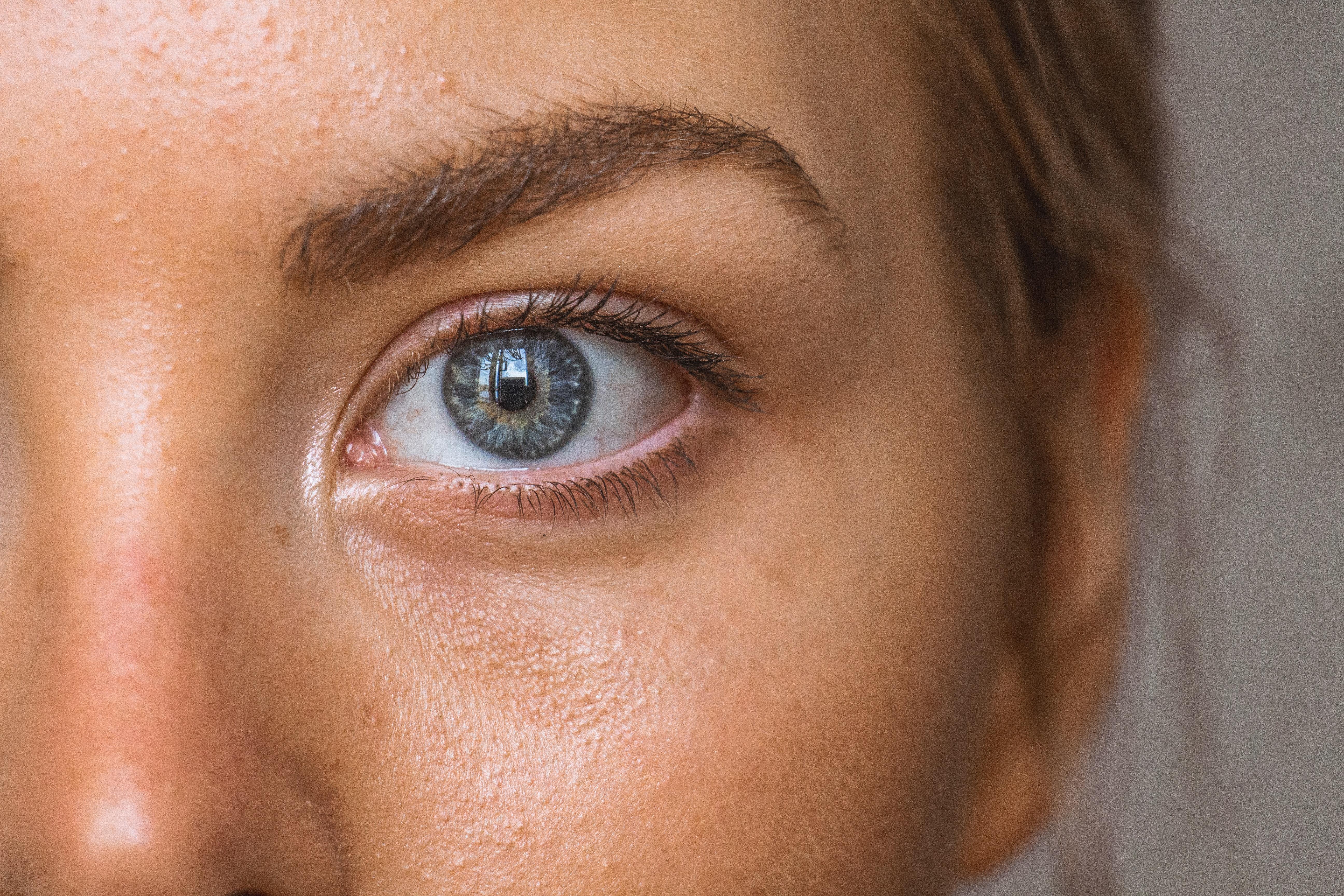 Entenda definitivamente como agem 4 poderosos antioxidantes para defender a pele dos danos do sol